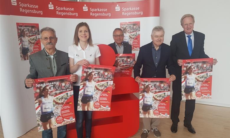 Otto Prinzing, Franzi Reng, Norbert Lieske, Kurt Ring und Dr. Markus Witt stellen bei der PK die Sparkassen Gala 2018 vor (Wotruba-Foto)